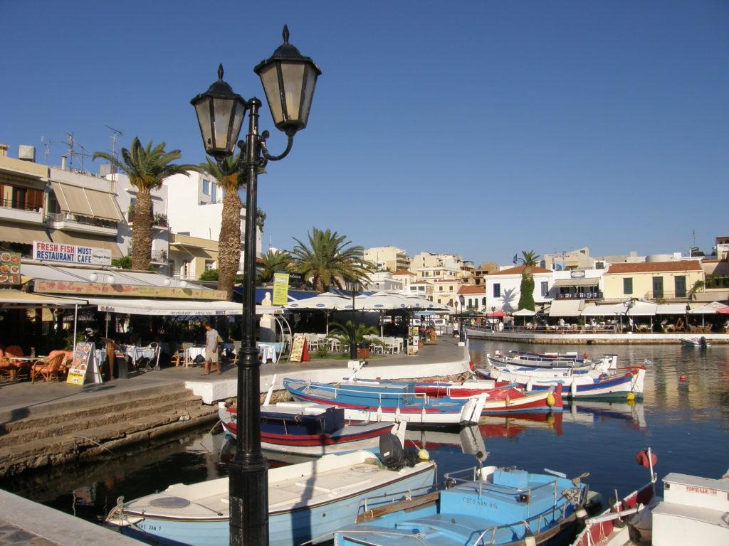 Agios Nikolaos - atmosfera wokół jeziora