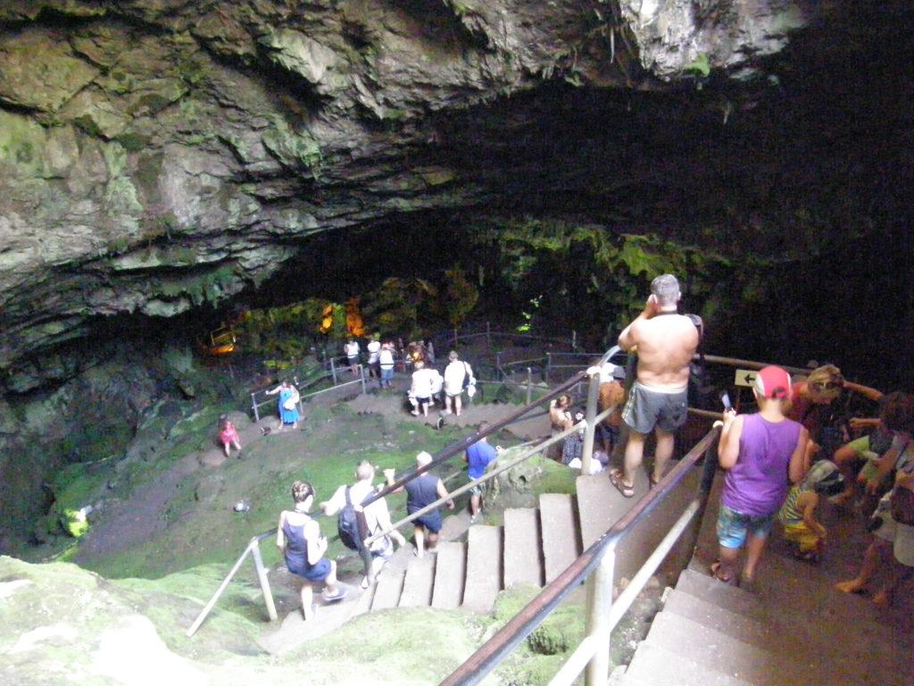 Schodzimy do jaskini Zeusa