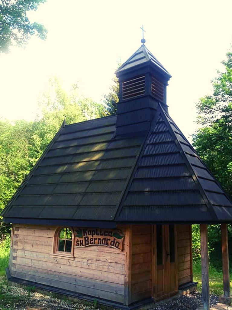 drewniany kościółek jaskinia niedźwiedzia w kletnie