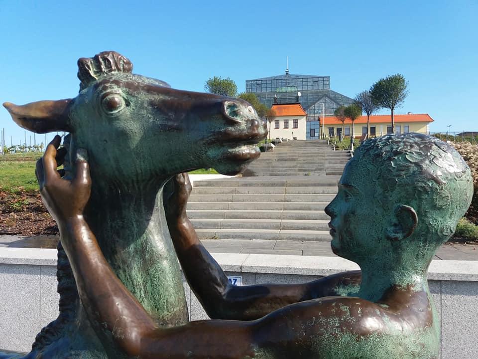 Rzeźba Chłopiec ze źrebięciem