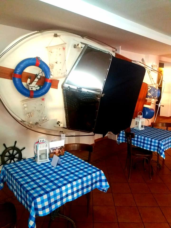 Jedna z restauracji tematycznych nad jeziorem