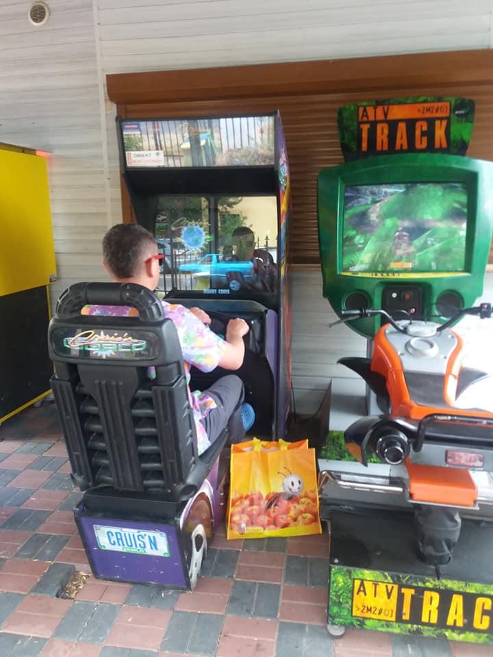 Pamiętacie stare maszyny do gier? Takie znalazłem w lubuskim i od razu przypomniało mi się dzieciństwo wśród blokowisk z płyty!
