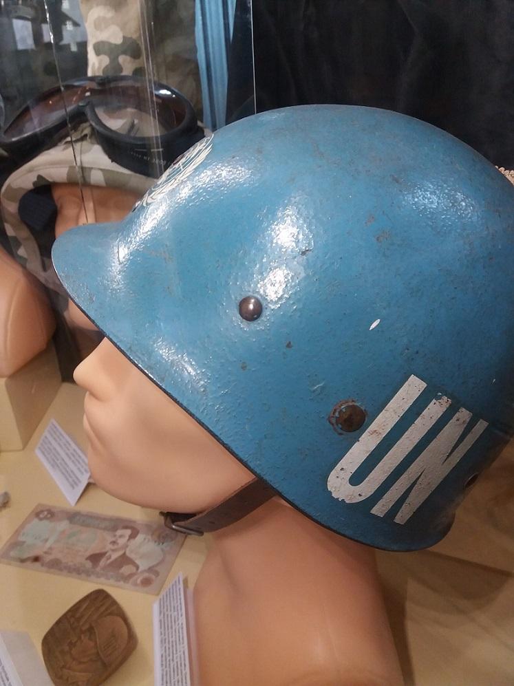 Lubuskie Muzeum Wojskowe - niebieski hełm wojsk pokojowych