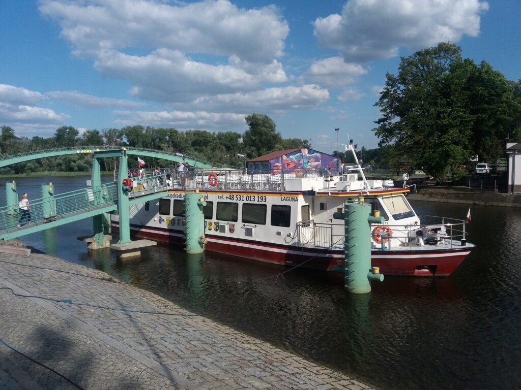 """Statek pasażerski """"Laguna"""" w porcie Nowa Sól"""