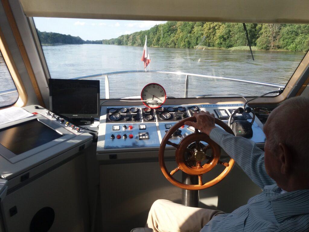 Kapitan pewną ręką prowadzi Lagunę po Odrze