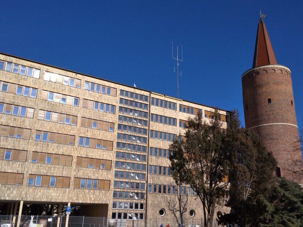 Wieża Piastowska i Urząd Wojewódzki w Opolu