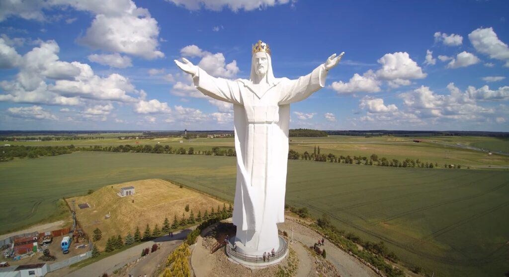 Figura Jezusa Chrystusa Króla Wszechświata w Świebodzinie